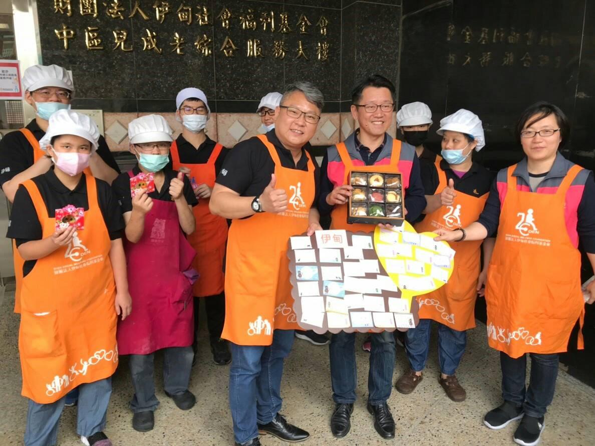 庇護工場迎新春 中市勞工局長拜年致贈加菜金